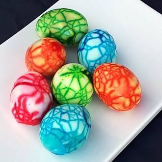Make your own marbled Easter eggs