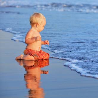 7 lifesaving tips for parents at the beach this summer